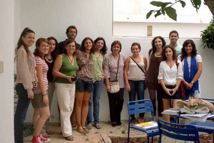 Clases con personas de varias nacionalidades - La escuela Cial Faro, Portugal