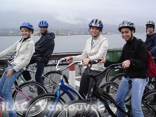 Cycling at Stanley Park -  ILAC Language Juniors Vancouver, Canadá