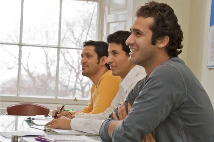 Alumnos de diferentes nacionalidades. - Grupos según tu  nivel de idioma.