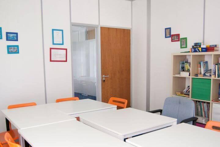 Las aulas - Clases cómodas, con material didáctico y audiovisual