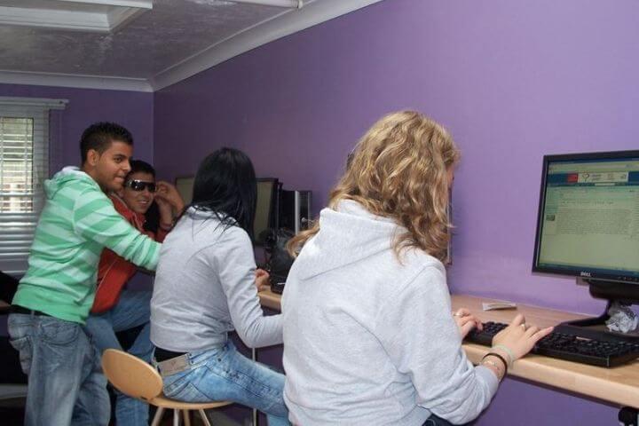 Sala de ordenadores - Acceso a Internet siempre que quieras