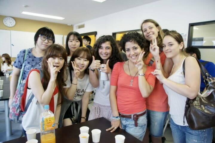 Ambiente internacional - A esta escuela de japonés en Tokyo llegan alumnos de más de 100 países diferentes, por lo que gozarás de un ambiente internacional en el que podrás practicar japonés con gente de todo el mundo.
