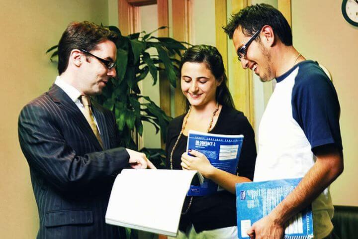 Profesores nativos altamente cualificados - Te ayudarán a mejorar tu inglés desde el primer día