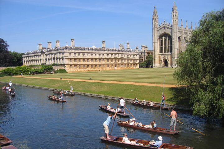 Actividades de ocio y tiempo libre organizadas por la escuela. - Puedes hacer turismo y conocer Cambridge con los compañeros de la escuela.