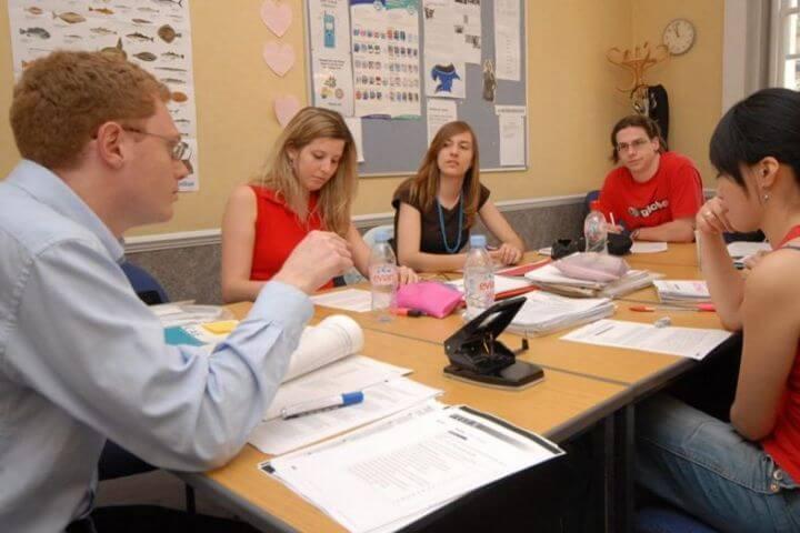 Grupos reducidos - Máximo de 6 alumnos por aula