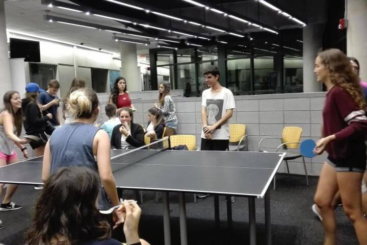 Actividades divertidas en grupo - Aprender inglés y divertirse con amigos a la vez.