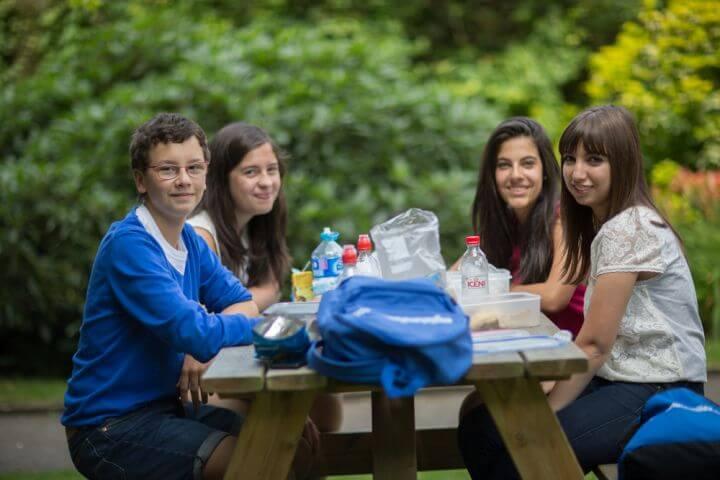 21 horas de clase y actividades de tarde - Los alumnos estudiarán y se divertirán al mismo tiempo
