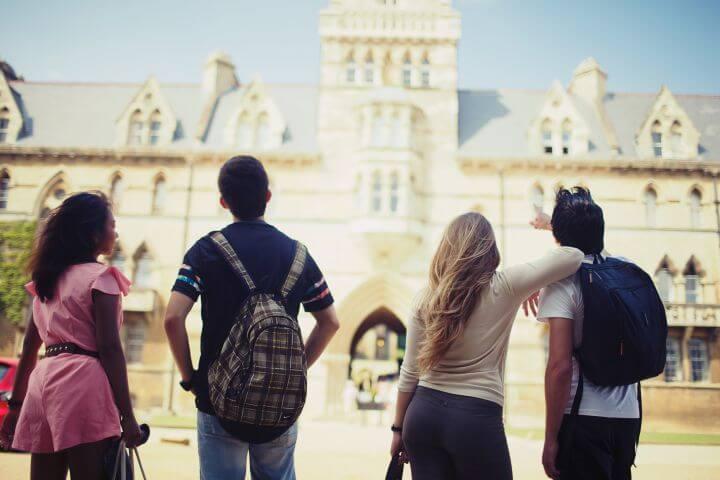 Estudiar y encontrar nuevos amigos - Kings School of English Oxford
