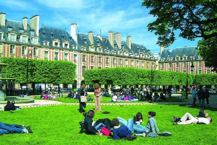Conocer París mientras estudias y practicas francés. -