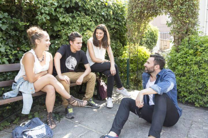 Estudiantes de todas las nacionalidades - Un 20% de cada país para hacer grupos lo más diversos
