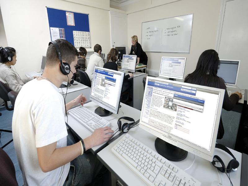 Instalaciones de la escuela - Sala de ordenadores y acceso a Internet