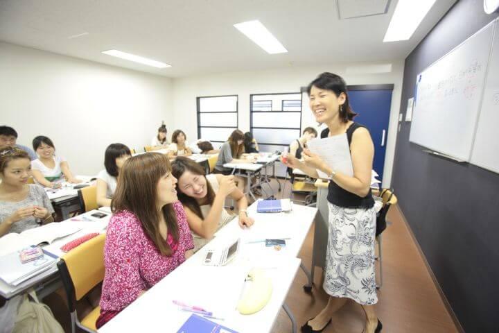 Profesores nativos - Aprender el japonés con profesores nativos altamente cualificados que tienen años de experiencia en la docencia del japonés como segunda lengua o lengua extranjera.