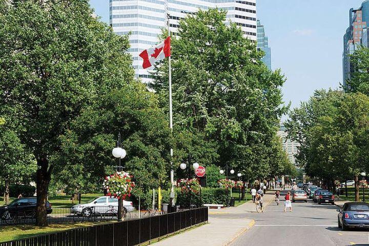 La ubicación de la escuela es el centro de Montreal. - Se encuentra en la esquina de Sherbrooke Street y Union Street.