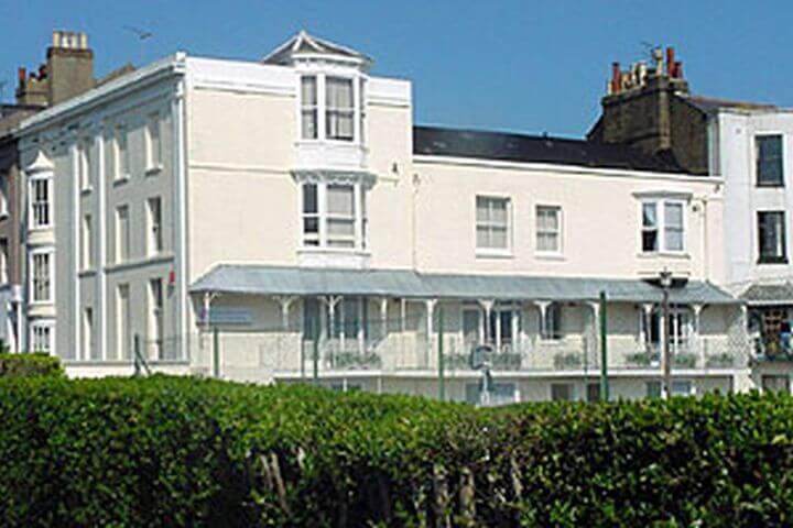 Escuela de inglés cerca de las familias - Ramsgate School es la escuala donde se desarrolla el programa de inglés con alojamiento en familia.
