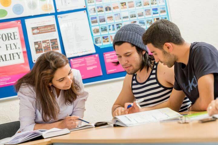 Clases dinámicas e interactivas - En esta escuela de idiomas de Escocia los profesores son nativos y están altamente cualificados