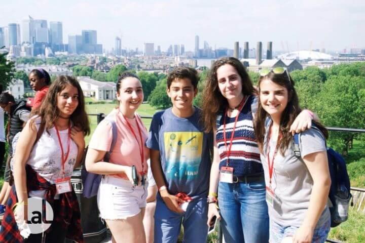 Estudiantes de diferentes nacionalidades y 5 continentes visitan a Reino Unido. - Grupos de jóvenes de diferentes países.