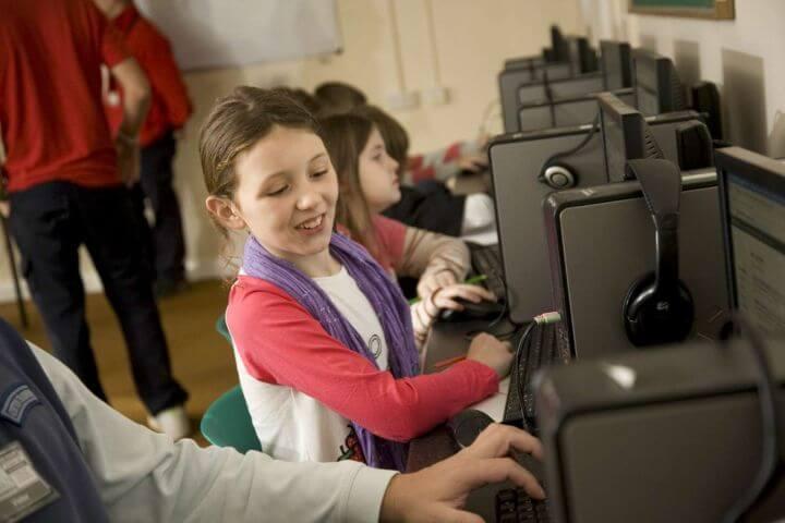 Aula de ordenadores - Para el trabajo personal y acceso a Internet