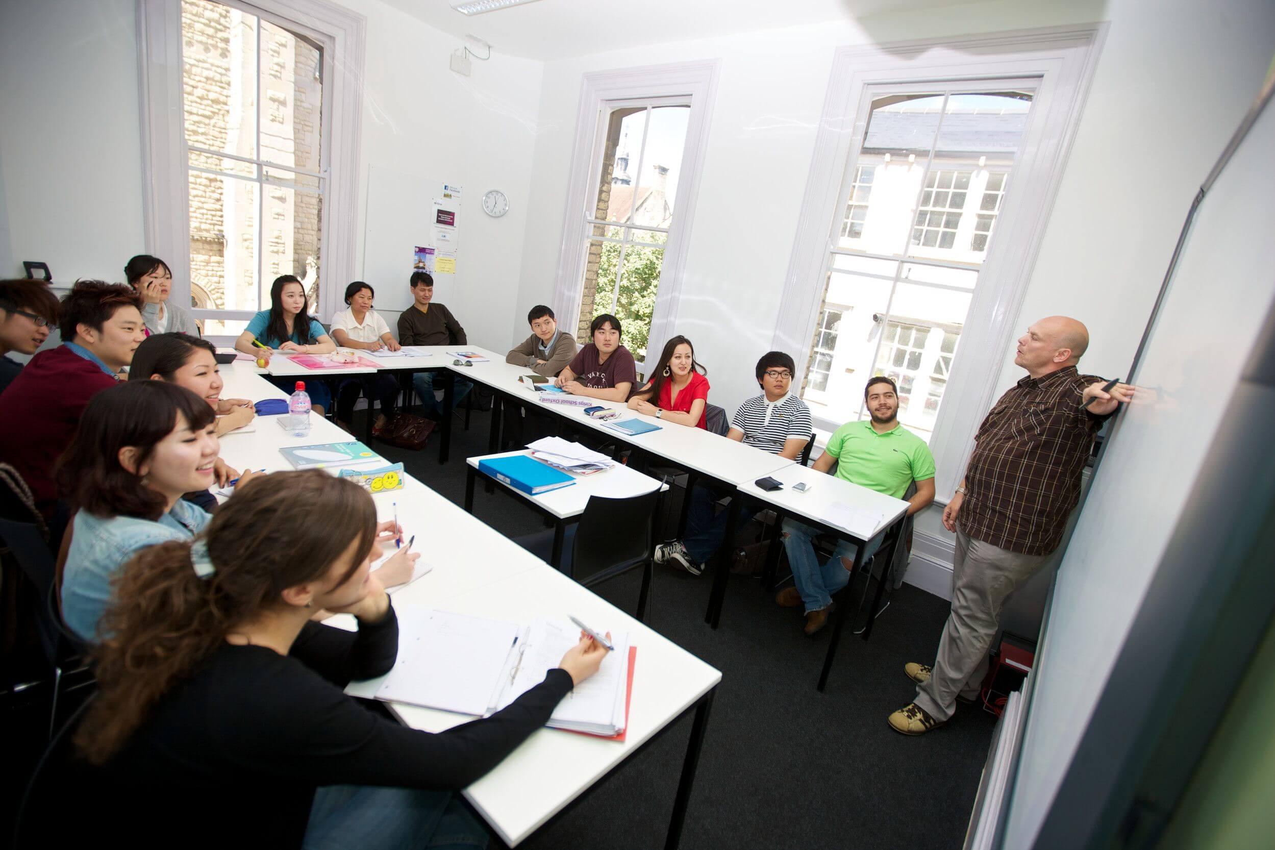 Aulas modernas y amplias - La escuela en Oxford tiene aulas amplias completamente equipadas.