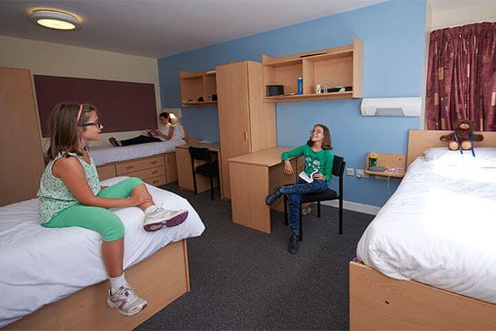 Las habitaciones - La residencia cuenta con habitaciones amplias
