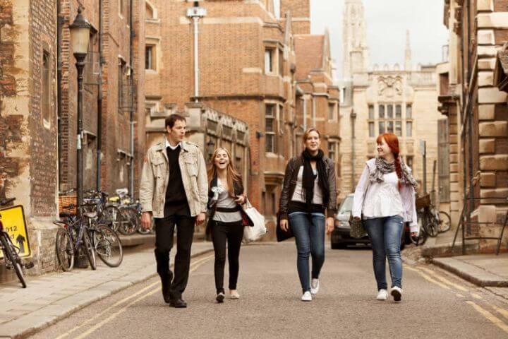 Escuela internacional - Máximo de 12 alumnos por aula llegados de todas partes del mundo