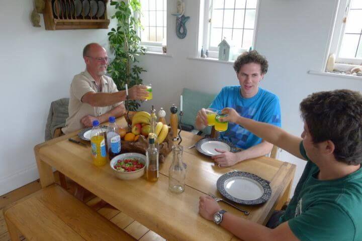 Alojamiento en familia o residencia - Tu host family te hará sumergirte en la vida y cultura inglesa
