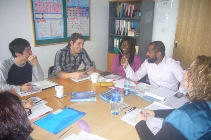 Aulas modernas - Clases dinámicas con metodología actualizada