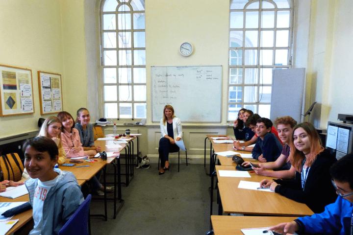 Clases de inglés  - 20 lecciones a la semana de inglés con profesor nativo y alumnos de todas partes del mundo.