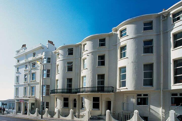 Residencia de estudiantes - Situada en el paseo marítimo frente al West Pier