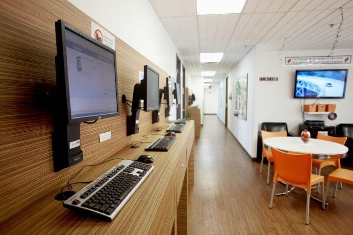 Sala de ordenadores - Internet y wifi para que siempre estés conectado