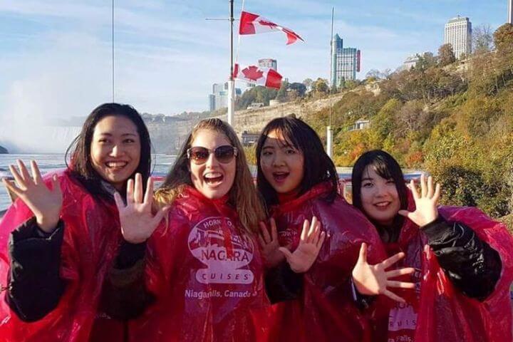 Jóvenes de diferentes nacionalidades. - Visitas y excursiones incluidas en el programa de actividades semanal.