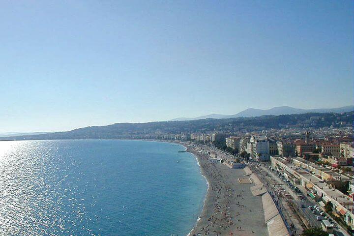 Disfrutar de los alrededores impresionantes - El entorno de Niza es una belleza natural