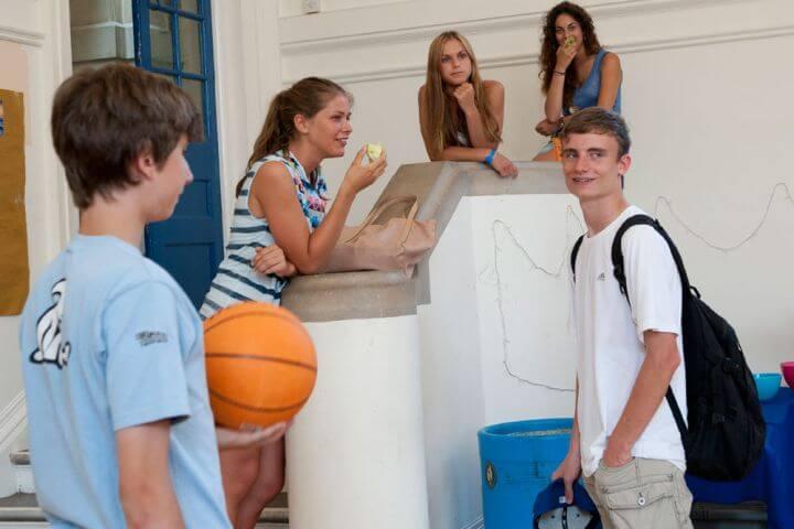 Hacer nuevos amigos  - Estudiar con personas de varias nacionalidades y hacer nuevas amistades