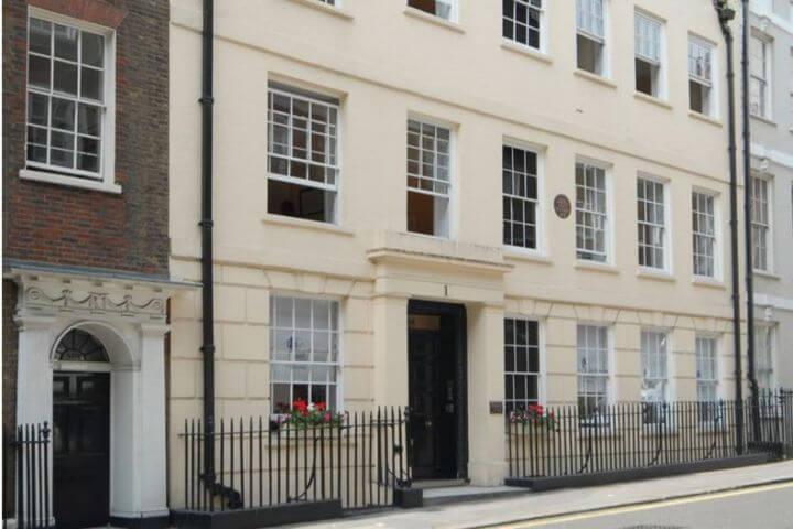 La escuela - Edificio de la escuela de inglés en Londres Charing Cross