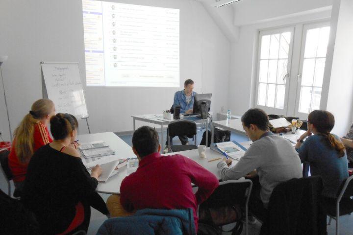 Grupos de alemán reducidos - Recibe clases de alemán en grupos reducidos. Elige entre nuestros cursos de alemán general, preparación del TestDaF o en cursos combinados con materias de tu interés: danza, yoga, arte, etc.