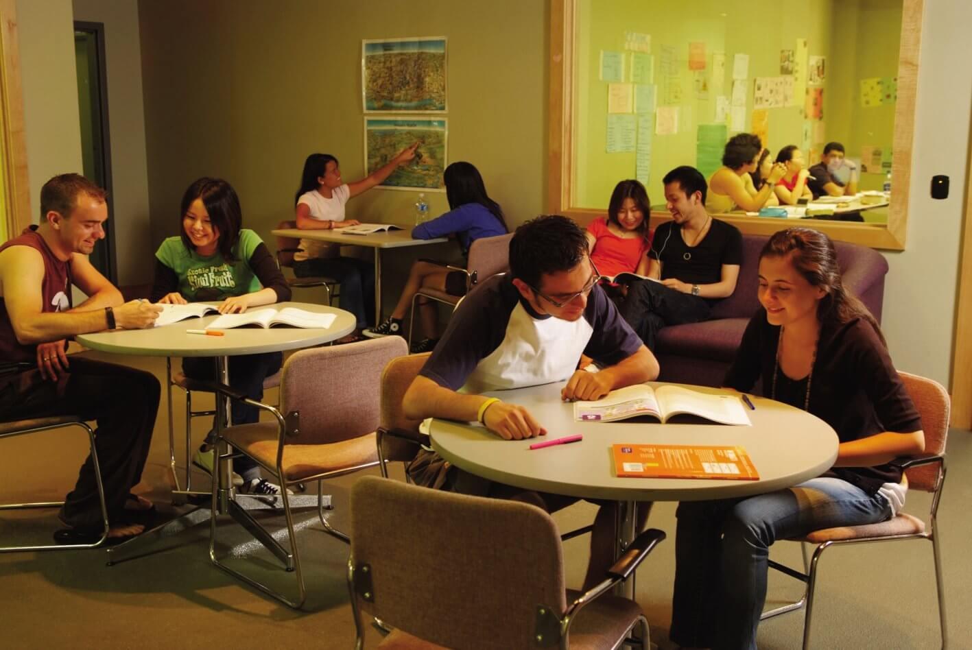 Espacios amplios y adaptados a la formación - La escuela en Toronto, Canadá