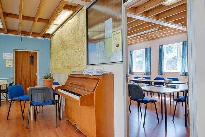 Instalaciones de la escuela - Amplias, luminosasa y modernas