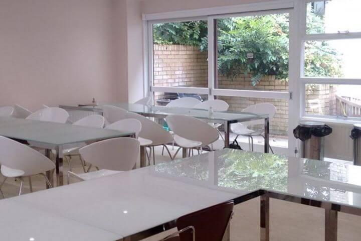 Aulas bien equipadas y luminosas - Estudiar inglés en Brighton te ofrece cultura y diversión al mismo tiempo