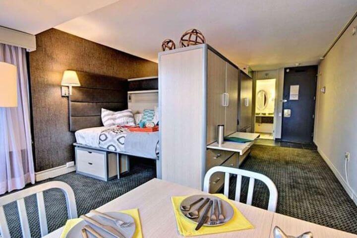 Alojamiento en Familia Local o bien en Residencia. - Las instalaciones de la residencia son muy atractivas. Ubicación a distancia caminando de la escuela.