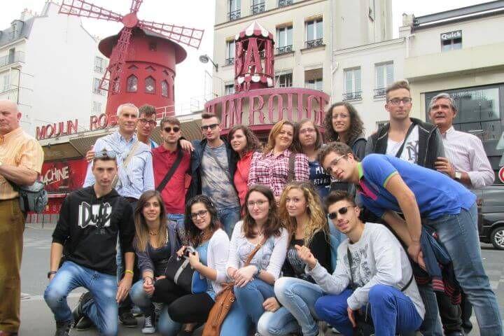 Programa sociocultural completo - Aprende francés en París y conoce la ciudad en las actividades que se organizan desde la escuela: salidas culturales, encuentros con personas francesas, visitas guiadas, etc.