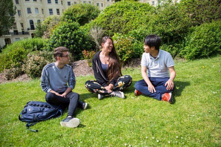 Estudiantes de todo el mundo - Ambiente universitario y multicultural