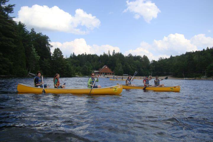 Programa sociocultural completo - Visitas a museos, paseos en barco o canoa, ski o snowboarding y mucho más