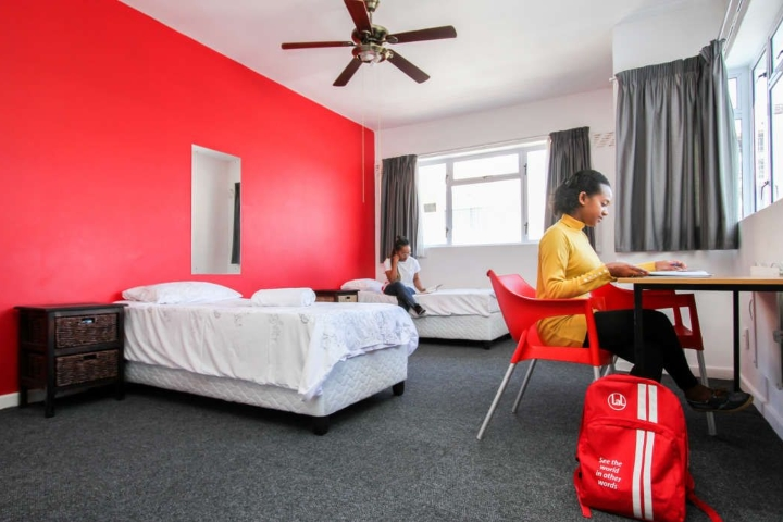 Habitación Twin en la residencia del campus -