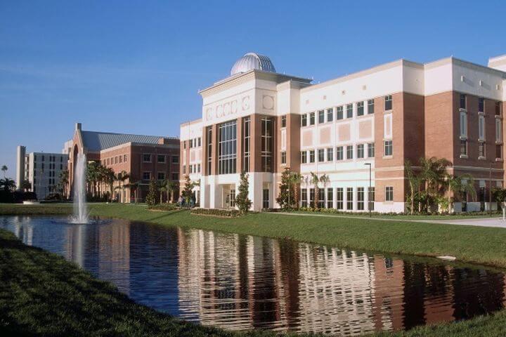 Nuestro Campus en Orlando - El Florida Institute of Technology, donde se ubica nuestra escuela.