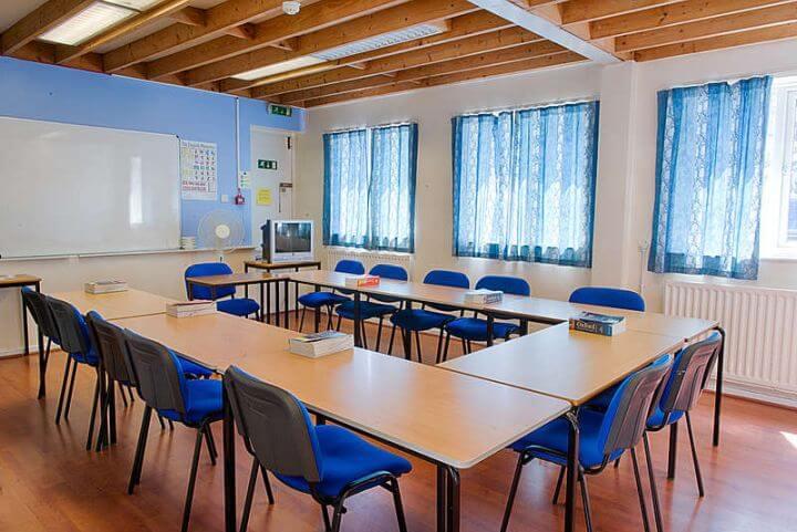 Aulas amplias - La escuela cuenta con aulas amplias y modernas
