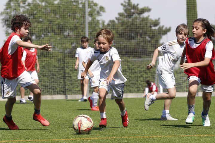 Summercamp de fútbol - Juega y mejora tus jugadas y tu idioma con el Real Madrid