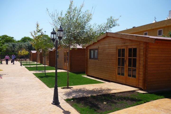 Instalaciones renovadas y con una extensión de 70.000 m2 - Los estudiantes se alojan distribuidos por sexos y edad en preciosas cabañas de madera