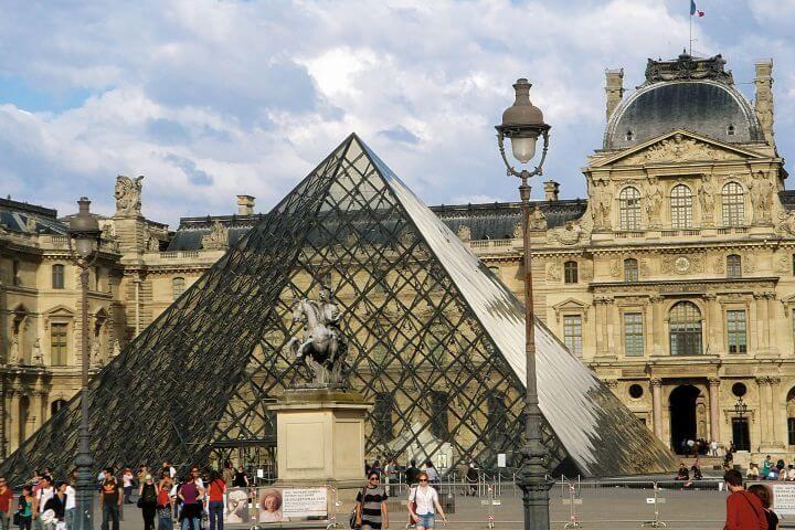 París: lengua, cultura y arte - Si vas a estudiar francés a París nunca te aburrirás. En la capital siempre hay algo que hacer: visitar el Louvre, la Torre Eiffel, los Campos Eliseos, el Palacio de Versalles, etc.