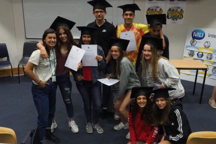 Aprender inglés en verano con jóvenes internacionales - Al finalizar el curso recibes un certificado de tu estancia.