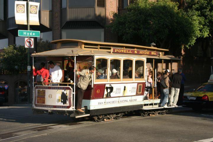 Escuela bien comunicada - El cablecar de San Francisco te subirá a cualquiera de sus colinas