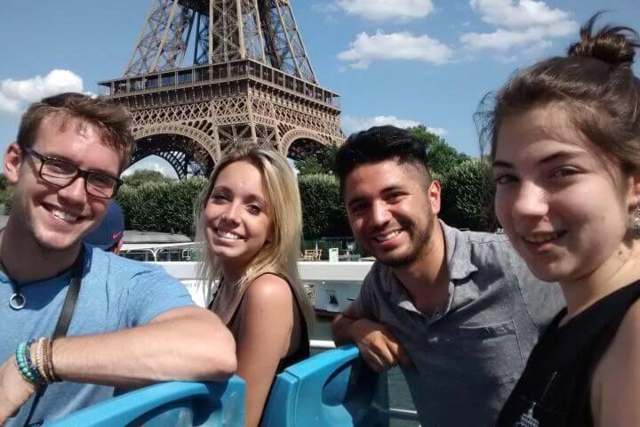 París: un lugar para conocer a gente - Disfruta de París mientras conoces a tus compañeros. Después de las clases podéis visitar la ciudad o simplemente quedaros a orillas del Sena practicando el idioma.